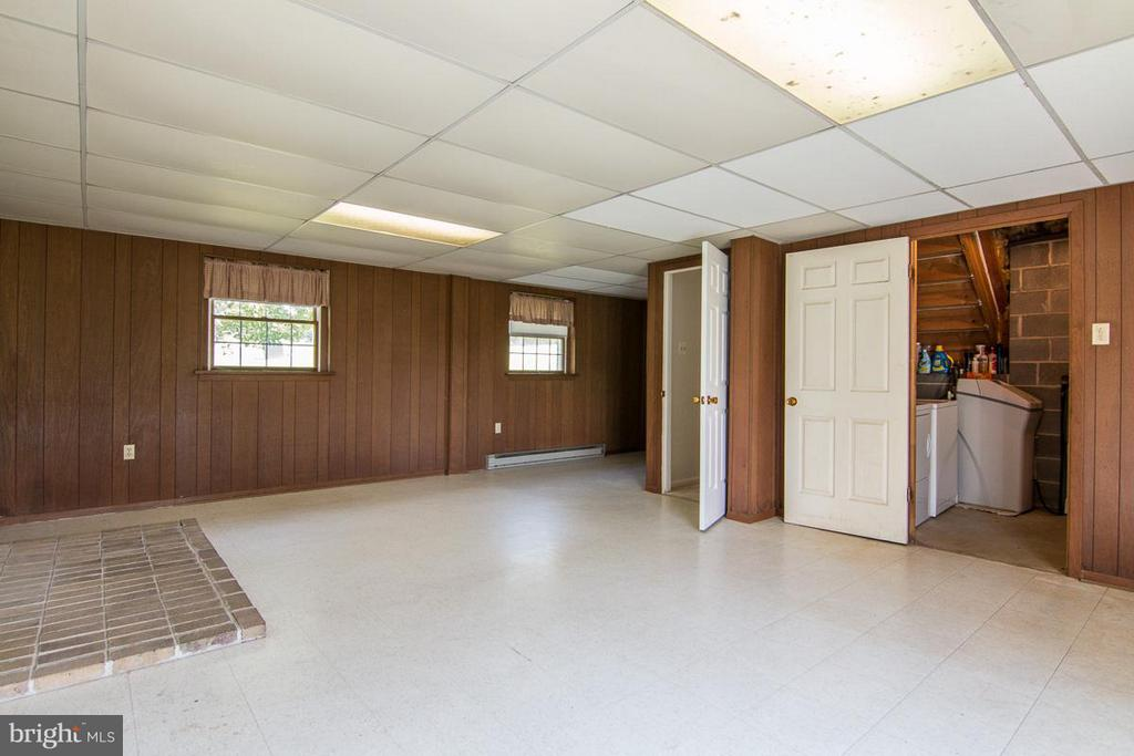 Basement with laundry - 3424 MARBURY CT, MIDDLETOWN