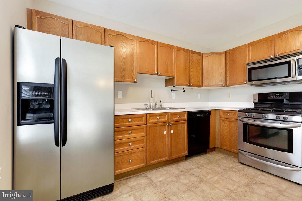 Kitchen - 502 STAFFORD GLEN CT, STAFFORD