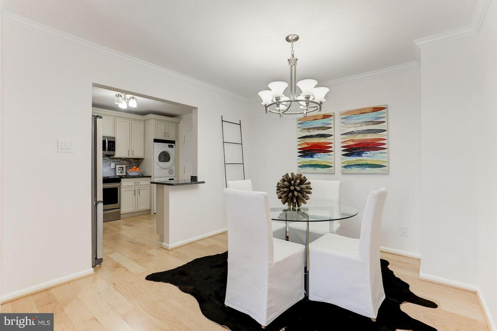 Open Dining - 1800 OLD MEADOW RD #915, MCLEAN