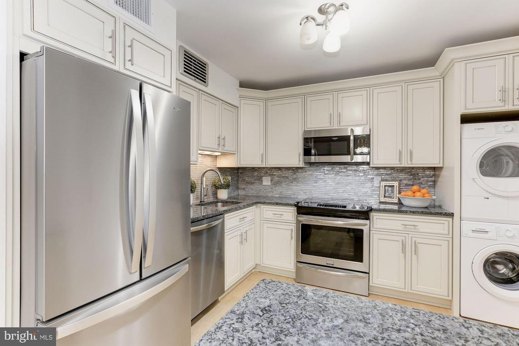 Kitchen - 1800 OLD MEADOW RD #915, MCLEAN