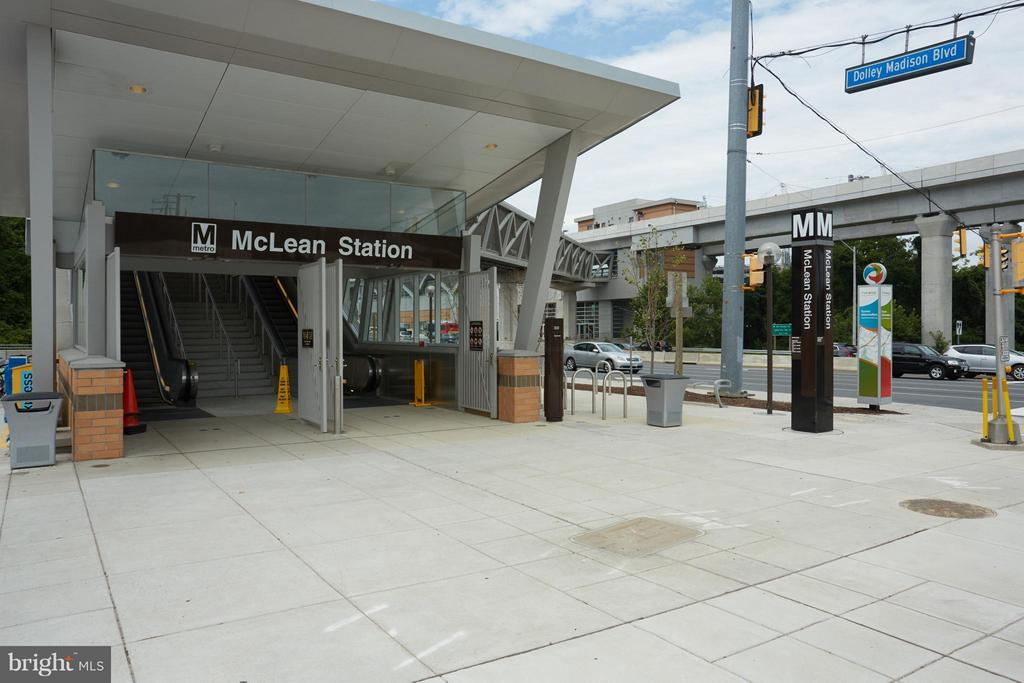 Walking Distance to Silver Line Metro! - 1800 OLD MEADOW RD #915, MCLEAN