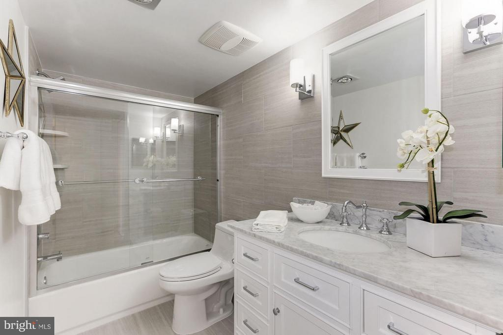 Bathroom with all new fixtures and Marble Vanity - 1800 OLD MEADOW RD #915, MCLEAN
