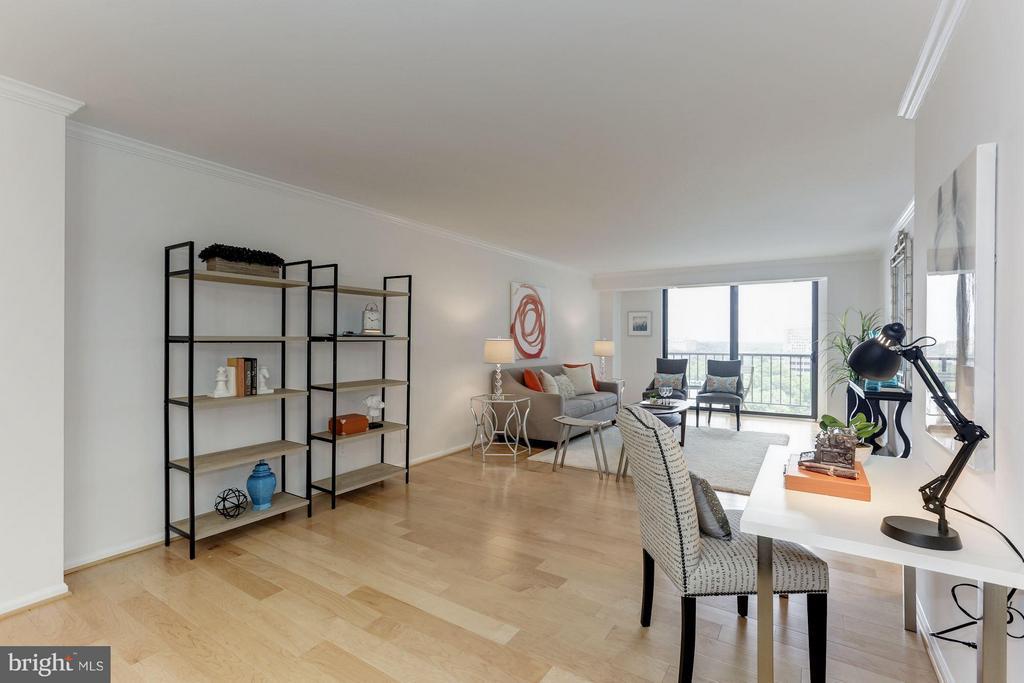 Living Room - 1800 OLD MEADOW RD #915, MCLEAN