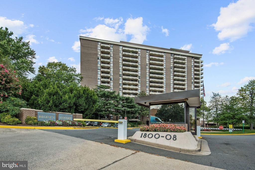 Gated Entry - 1800 OLD MEADOW RD #915, MCLEAN