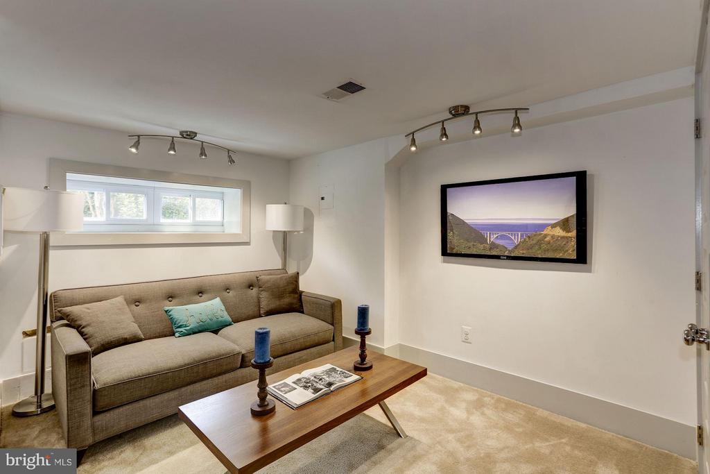 Living Area (2 of 3) - 1023 OTIS PL NW, WASHINGTON