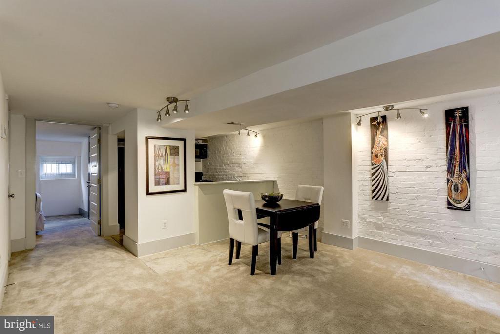 Living Area (3 of 3) - 1023 OTIS PL NW, WASHINGTON