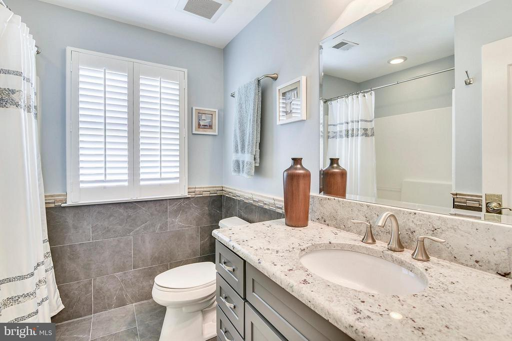 Updated Hall Bath - WOW - 21303 WINDRUSH CT, STERLING