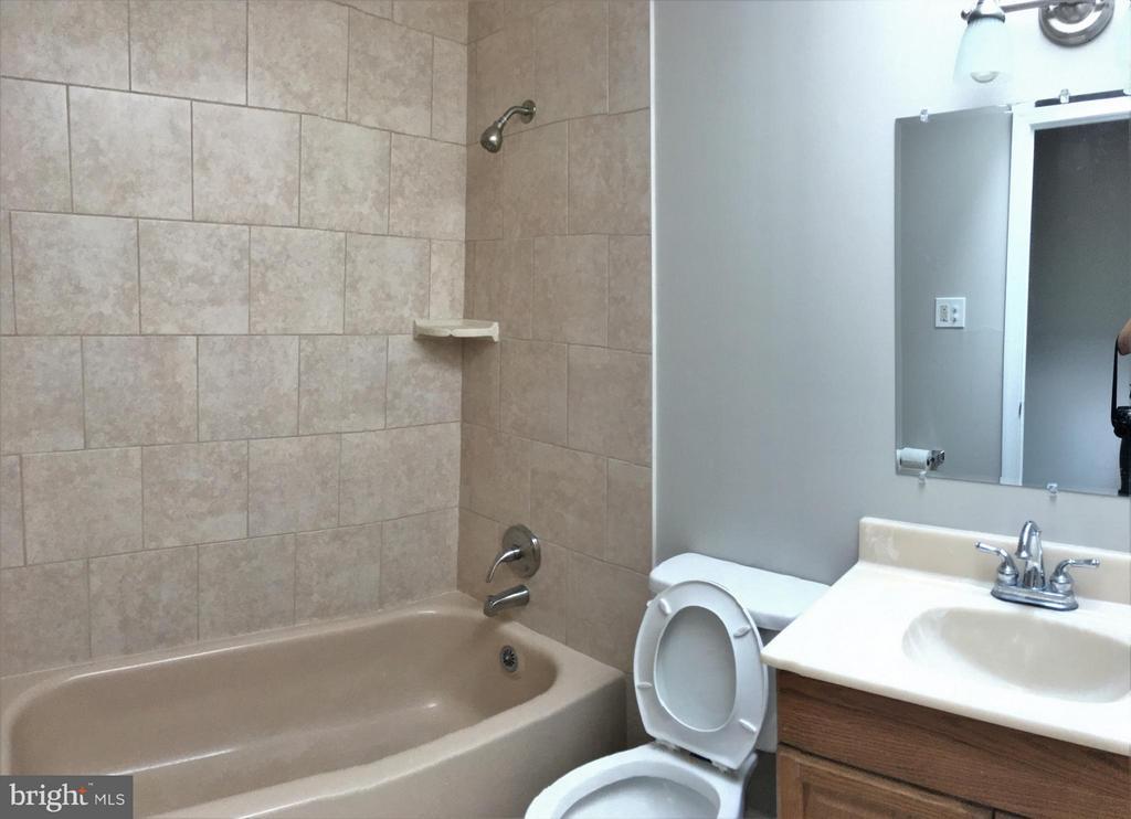 Bathroom #1 - 4829 KEMPAIR DR, WOODBRIDGE