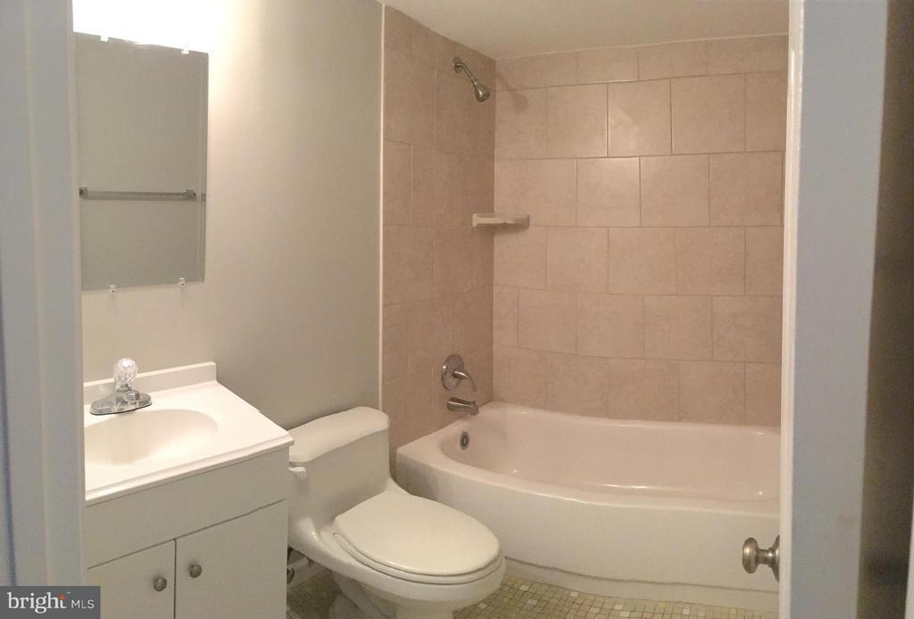 Bathroom #3 - 4829 KEMPAIR DR, WOODBRIDGE