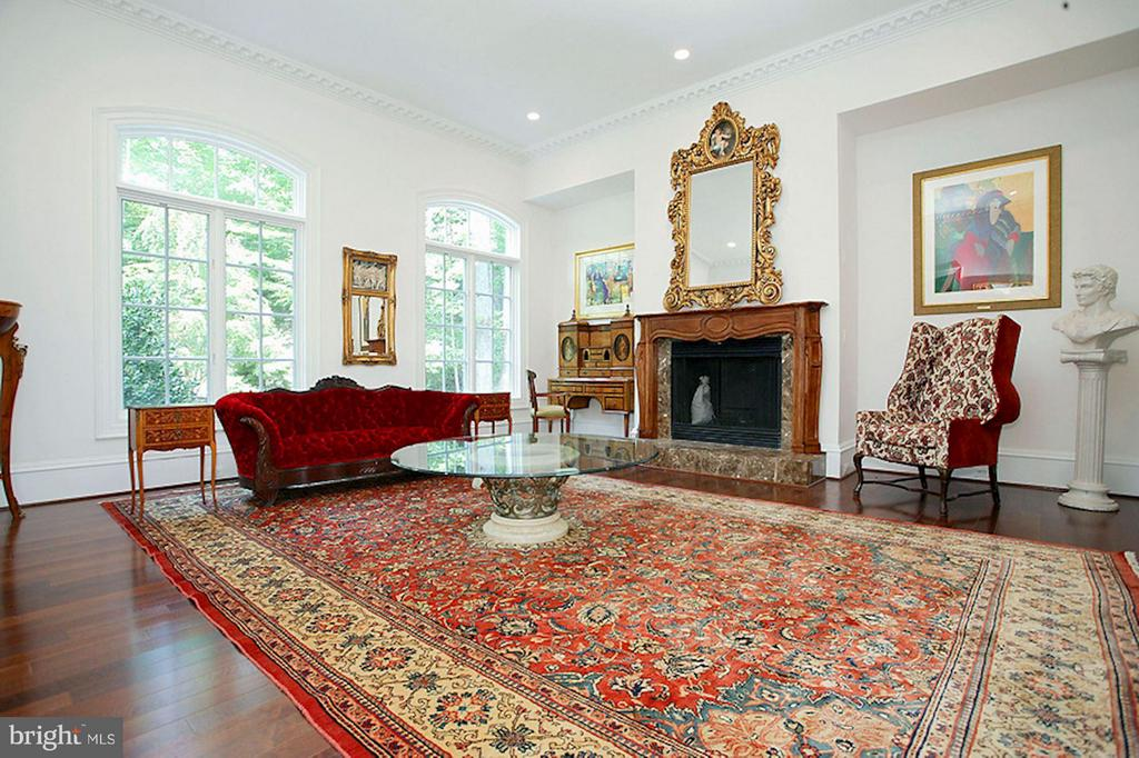 Living Room with fireplace - 1347 KIRBY RD, MCLEAN