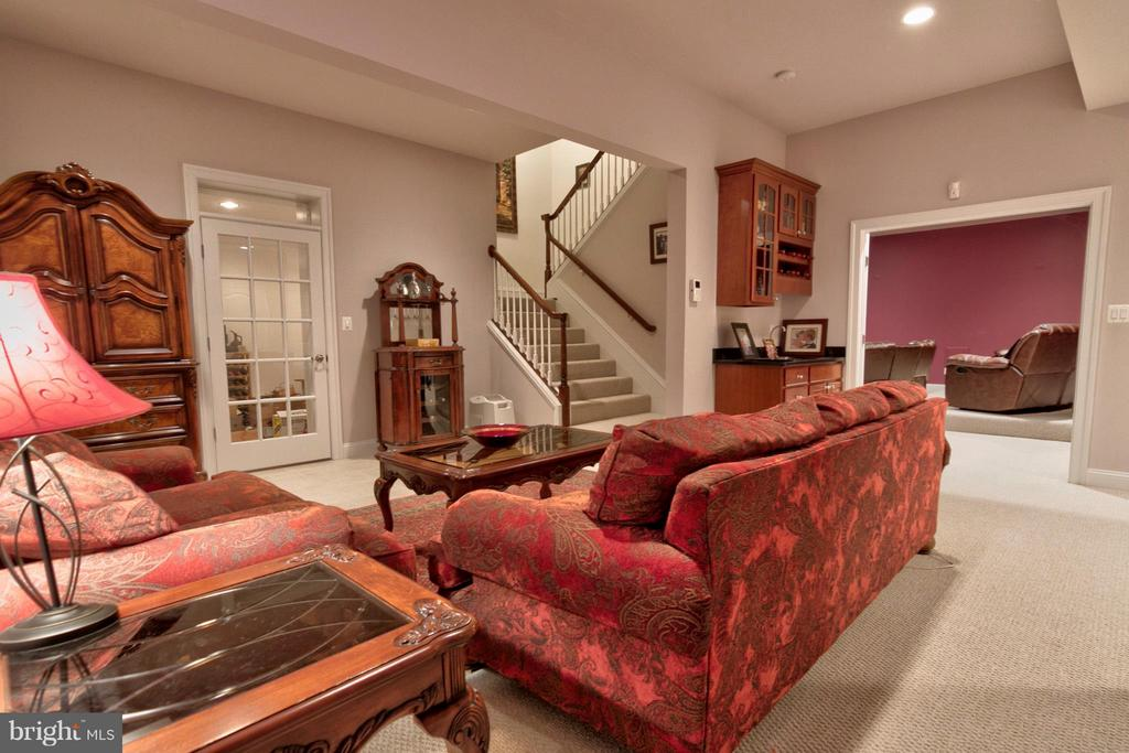 Sitting room off Wine Cellar, home theater and gym - 1347 KIRBY RD, MCLEAN