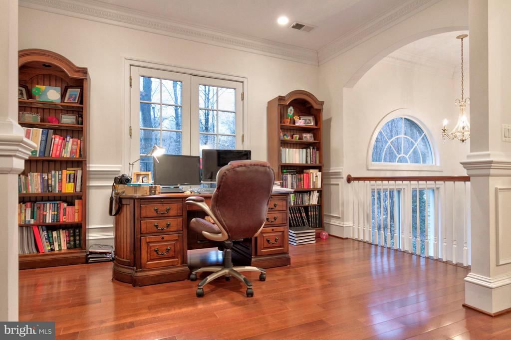 Office with a View - 1347 KIRBY RD, MCLEAN