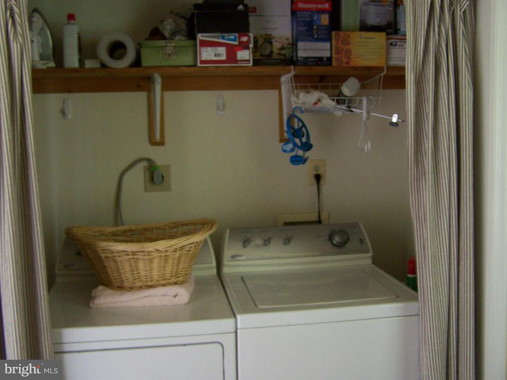 LAUNDRY ROOM OFF KITCHEN - 1816 CHERRY HILL RD, DUMFRIES