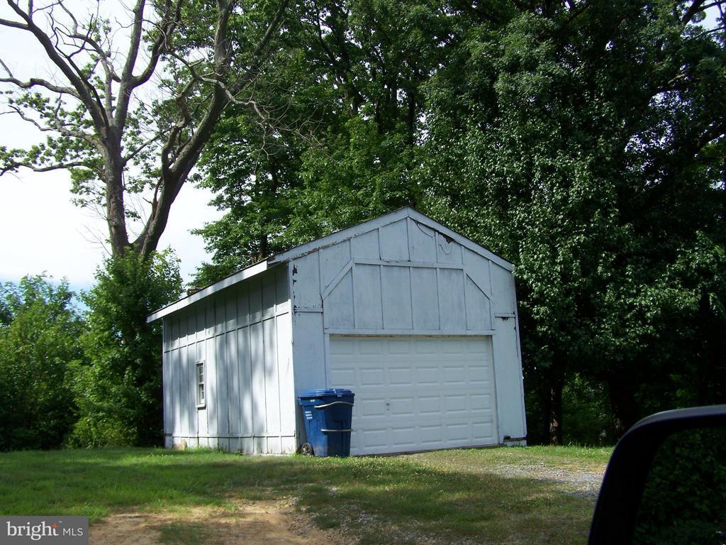 GARAGE - 1816 CHERRY HILL RD, DUMFRIES