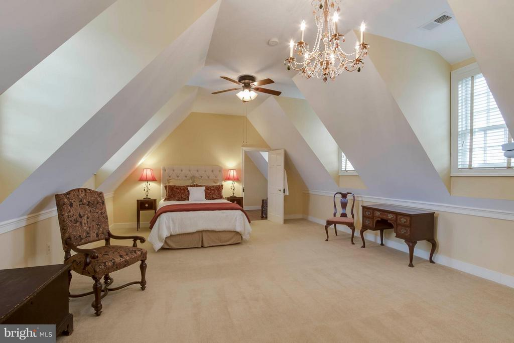 1st Master Suite (upstairs level) - 15826 OLD WATERFORD RD, PAEONIAN SPRINGS