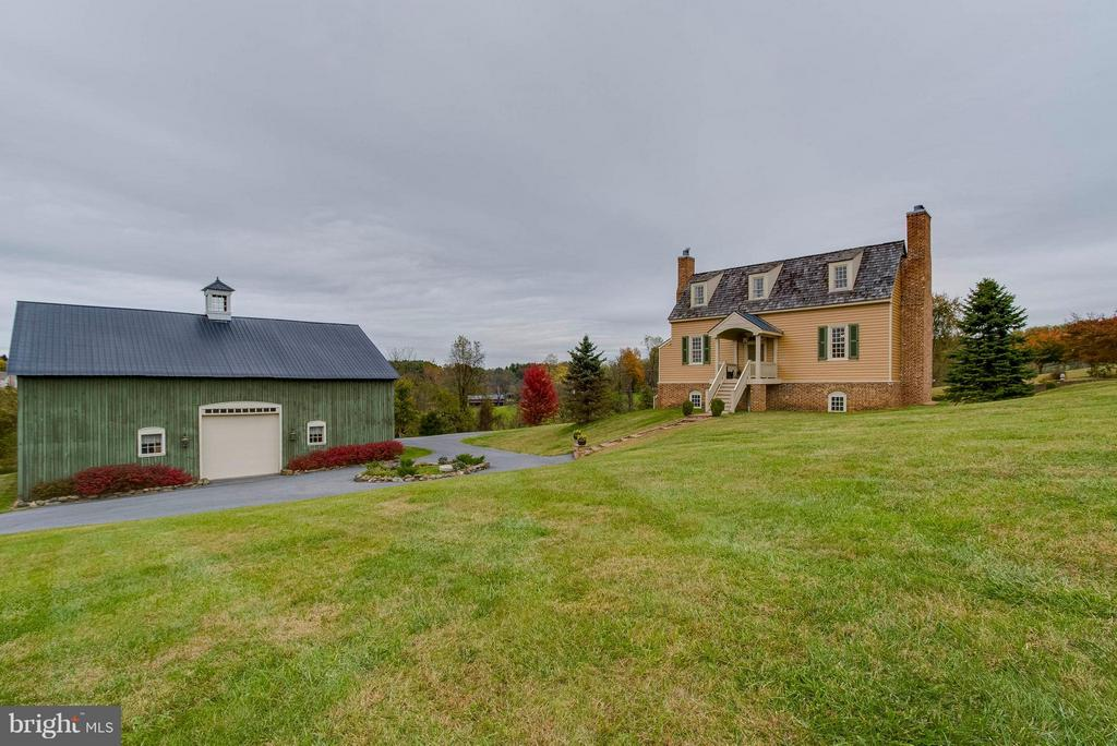 Home adjacent to barn - 15826 OLD WATERFORD RD, PAEONIAN SPRINGS