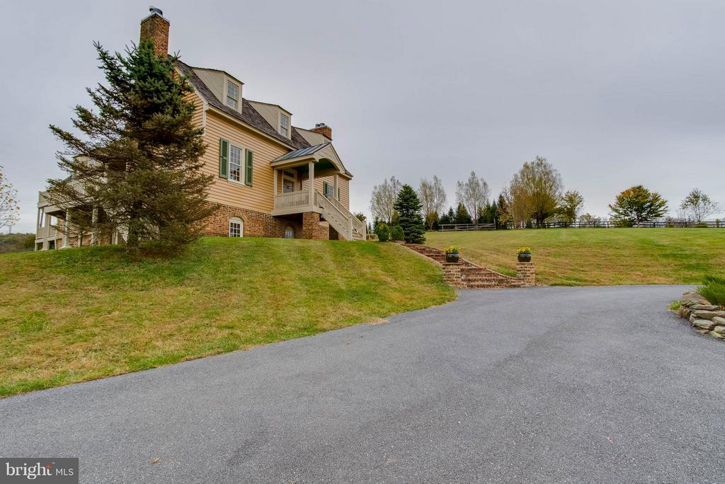 Circular Driveway outisde - 15826 OLD WATERFORD RD, PAEONIAN SPRINGS