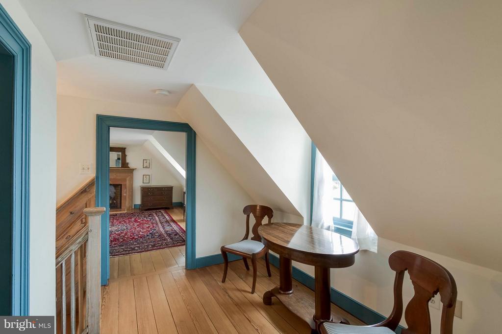 Wing #1 of upstairs bedrooms - 15826 OLD WATERFORD RD, PAEONIAN SPRINGS