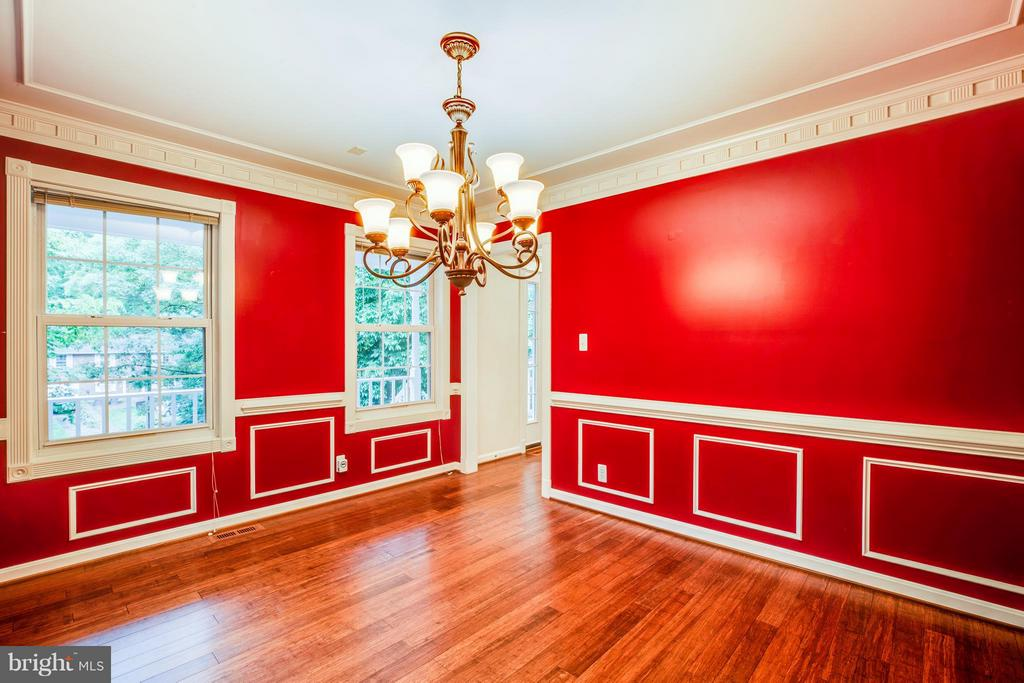 Brilliant Red Dining Room w/wood floors - 113 COLUMBUS CV, STAFFORD
