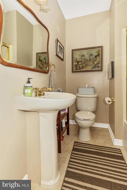 Powder Room Bath - 4158 SOUTHBEND LN, SHARPSBURG