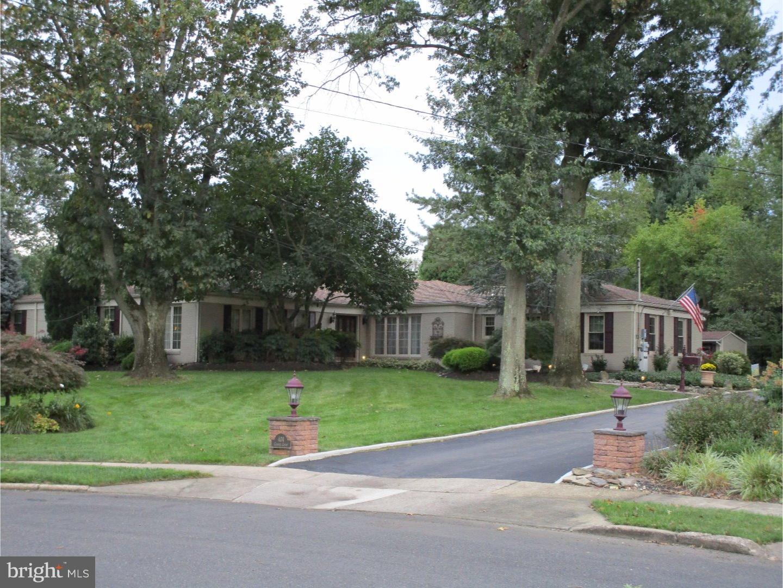 Tek Ailelik Ev için Satış at 404 COOPER Court Cinnaminson Township, New Jersey 08077 Amerika Birleşik Devletleri