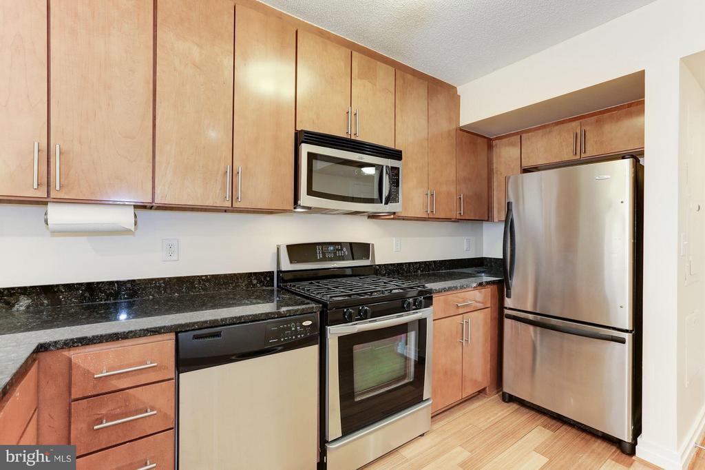 Kitchen - 915 E ST NW #1011, WASHINGTON