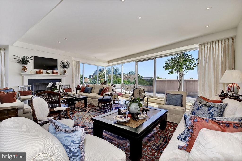 Living Room W/ Skyline Views & Terrace Access - 2900 K ST NW #601, WASHINGTON