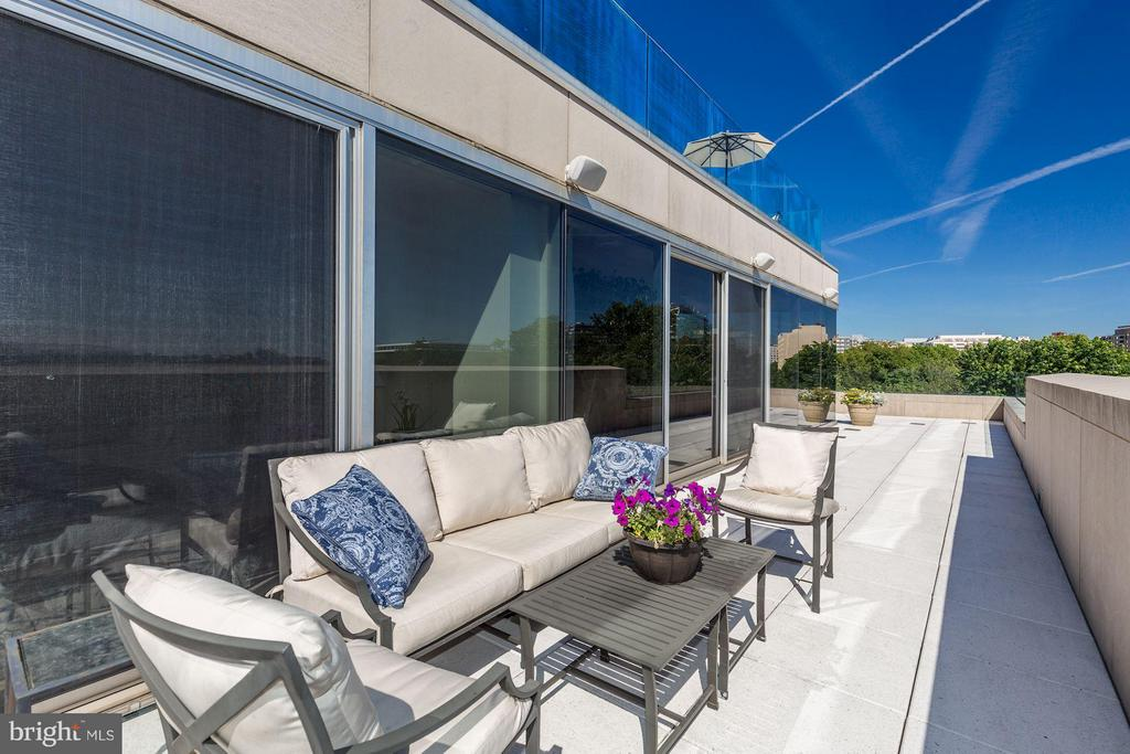 Ample Lounge Space W/ Spectacular Views - 2900 K ST NW #601, WASHINGTON