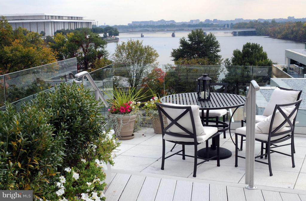 Unparalleled Potomac River & DC Monument Views - 2900 K ST NW #601, WASHINGTON