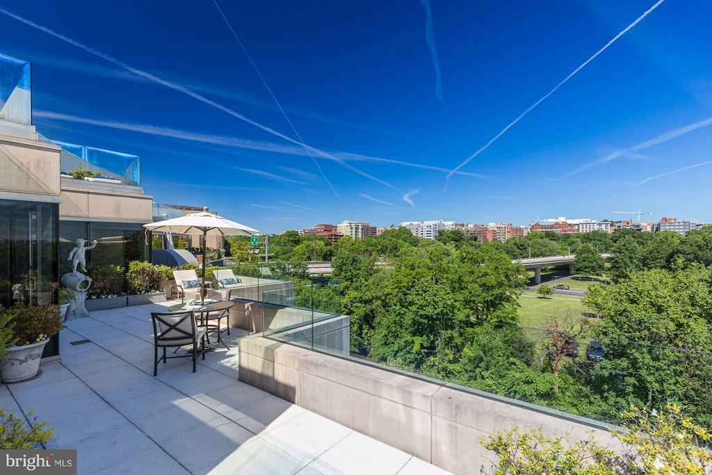 City Oasis W/ Ultimate Privacy - 2900 K ST NW #601, WASHINGTON