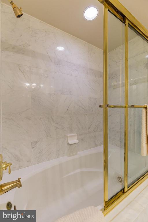 Bath - 23 WILKES ST, ALEXANDRIA
