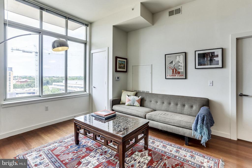 Oversized Windows in Living Room - 1000 NEW JERSEY AVE SE #PENTHOUSE 10, WASHINGTON