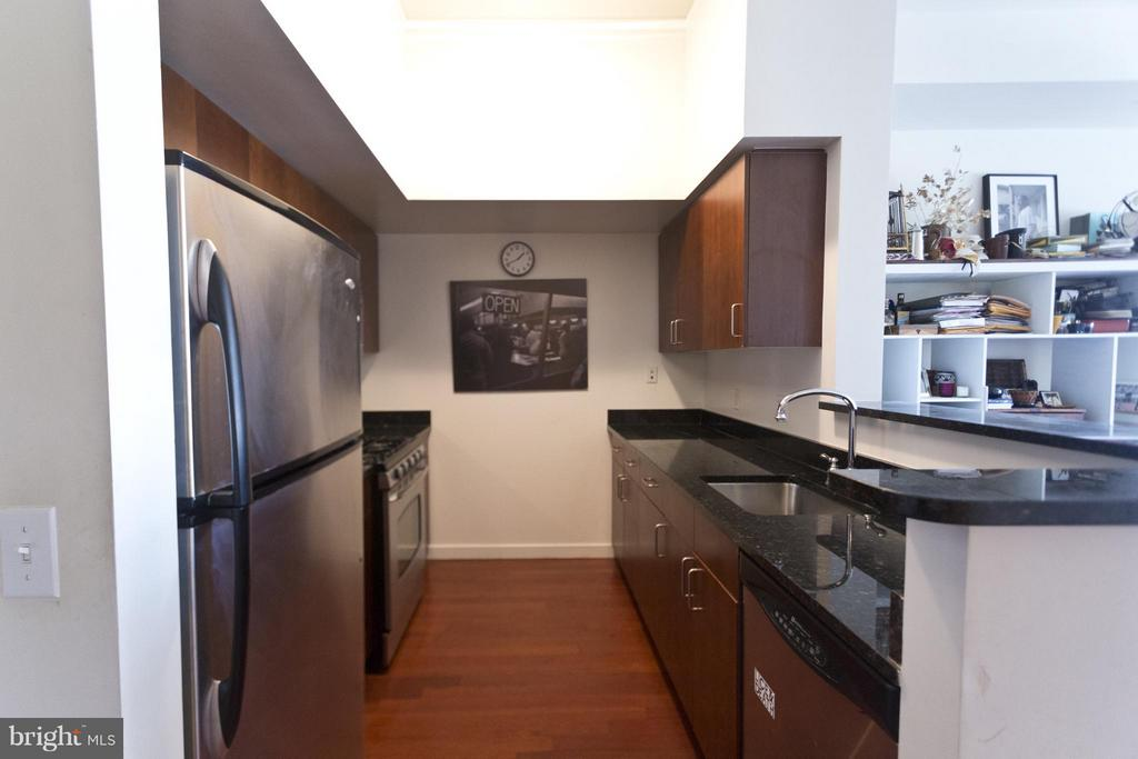 Open concept kitchen - 1000 NEW JERSEY AVE SE #PENTHOUSE 10, WASHINGTON