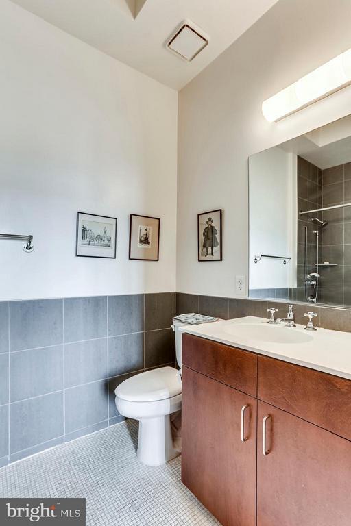 Spacious master bathroom - 1000 NEW JERSEY AVE SE #PENTHOUSE 10, WASHINGTON
