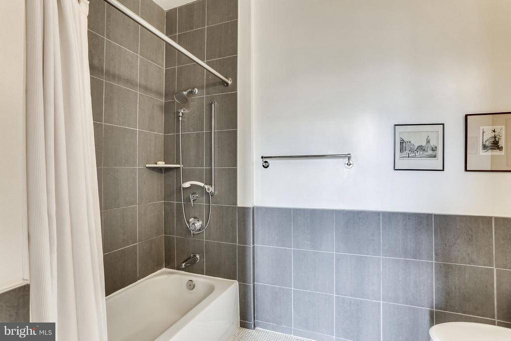 State of the art shower system - 1000 NEW JERSEY AVE SE #PENTHOUSE 10, WASHINGTON