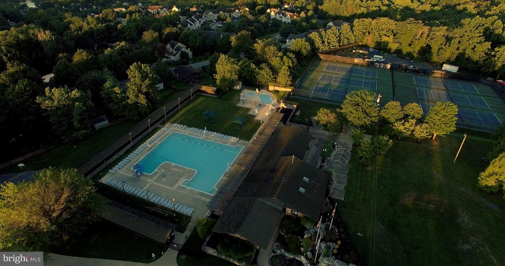First Community Pool - 6603 ACCIPITER DR, NEW MARKET