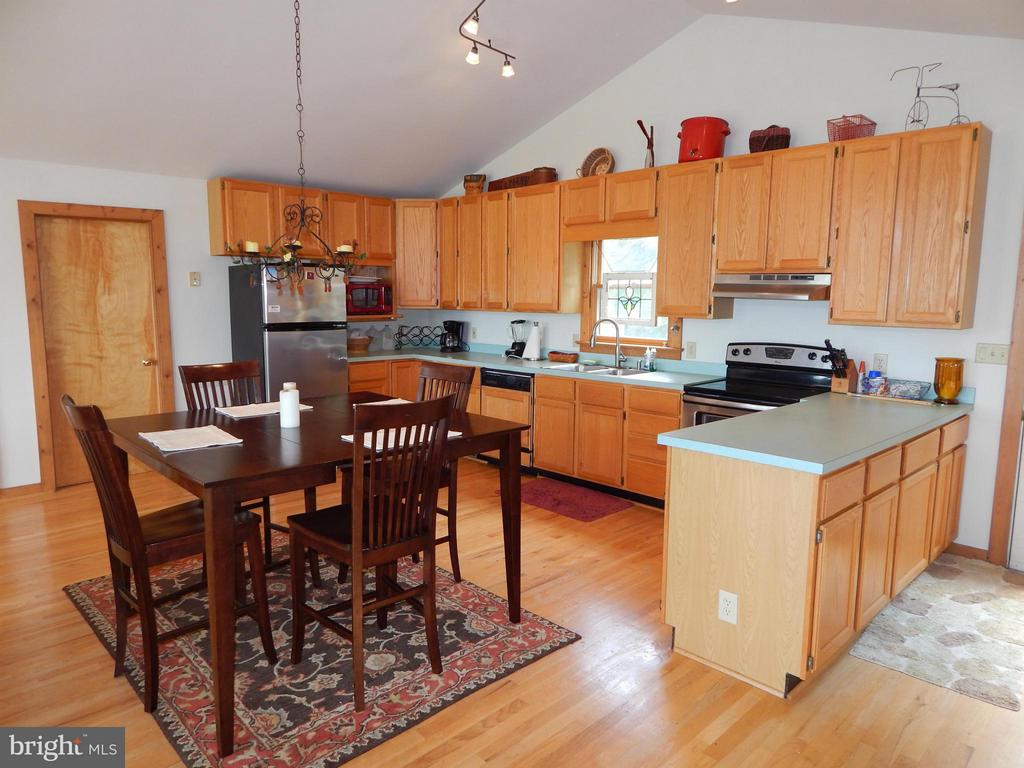 Kitchen - 367 SECLUSION SHORES DR, MINERAL