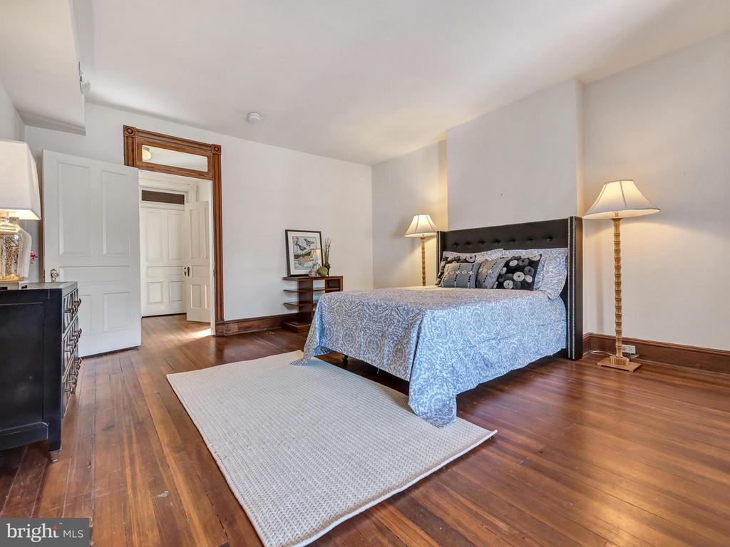 Third level bedroom - 30 3RD ST, FREDERICK