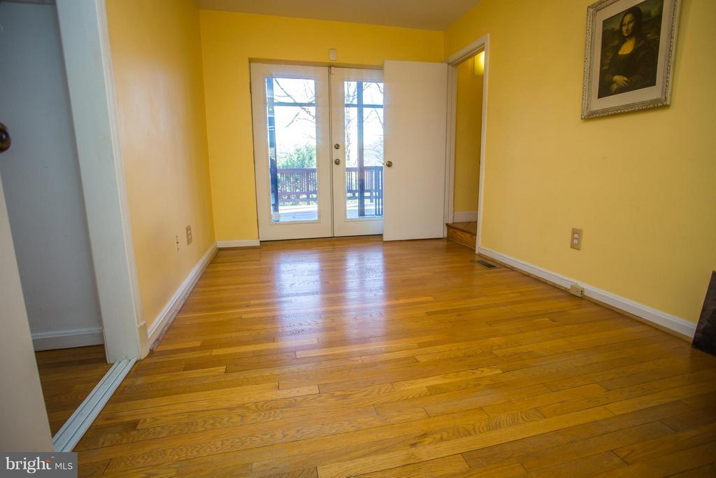 Office/reading room leads to lofted master + porch - 7019 31ST ST NW, WASHINGTON