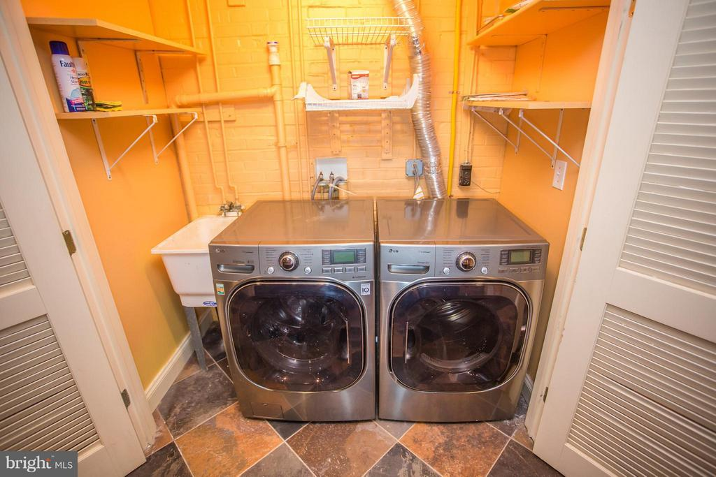 Top of the line steam washer/gas dryer will convey - 7019 31ST ST NW, WASHINGTON