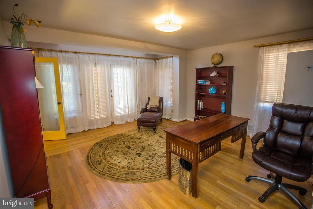 Office on main lvl w/ french doors. Potential MBR! - 7019 31ST ST NW, WASHINGTON