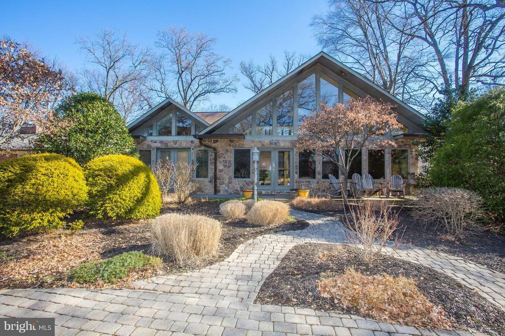 Beautiful professionally landscaped front yard - 7019 31ST ST NW, WASHINGTON