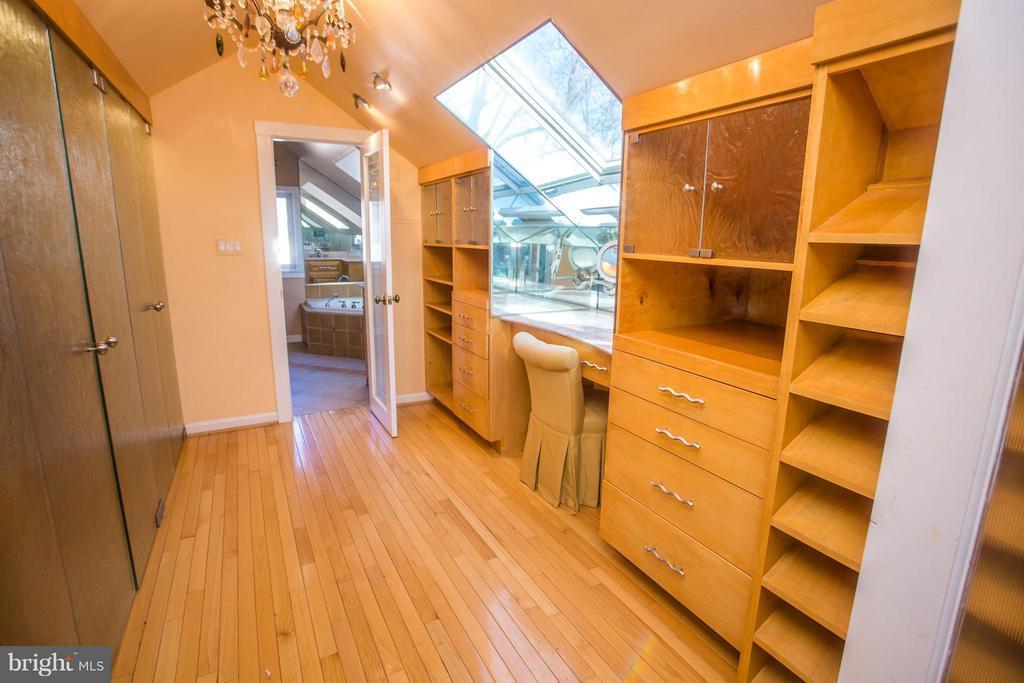 Custom made hand crafted maple/glass master closet - 7019 31ST ST NW, WASHINGTON