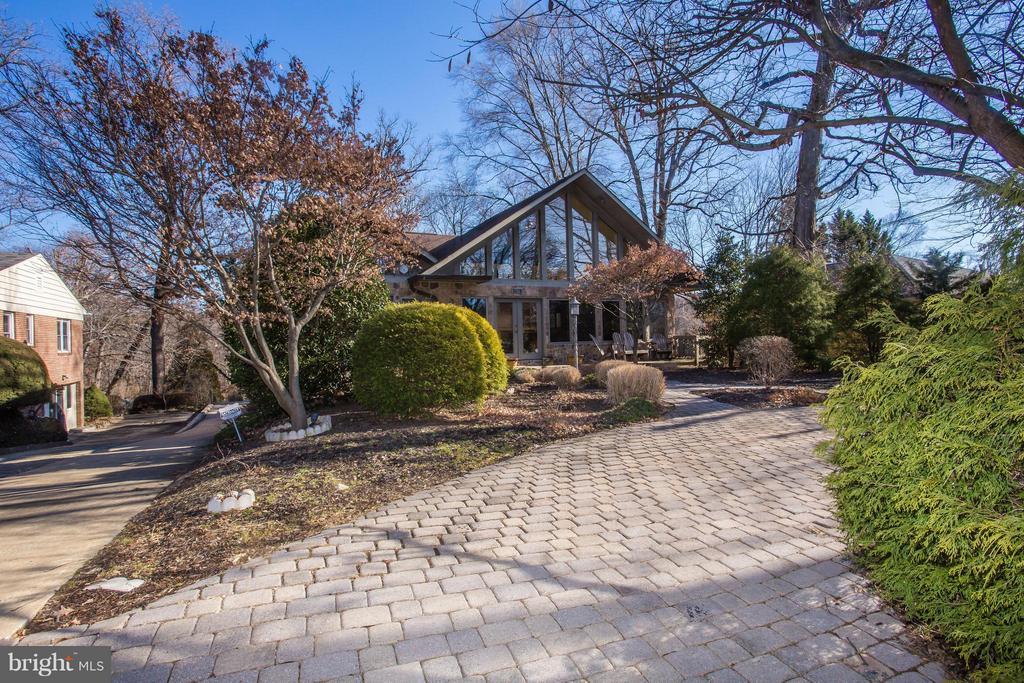 Stone semi-circular driveway leads to entrance - 7019 31ST ST NW, WASHINGTON