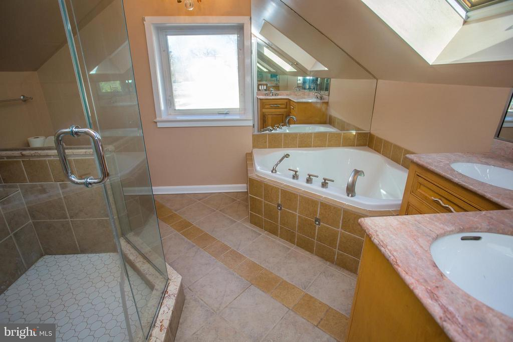 Seperate tub, shower, and dual sinks - 7019 31ST ST NW, WASHINGTON