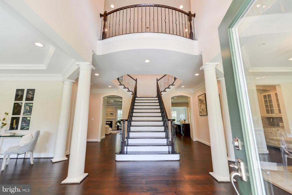 Foyer - 5680 WILLOW BROOK LN, FAIRFAX