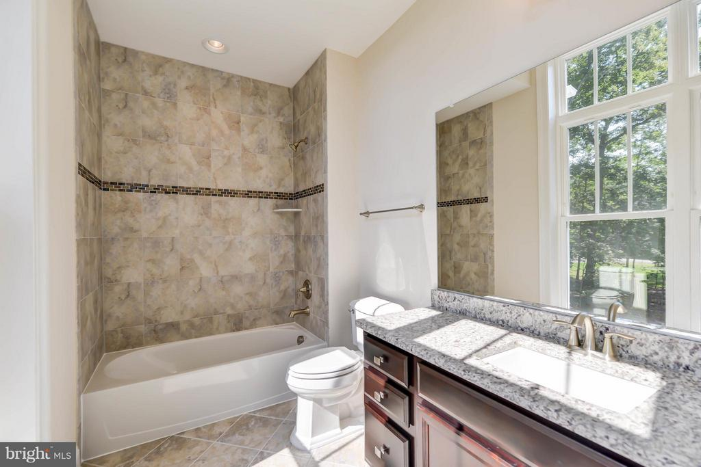 Bath - 5680 WILLOW BROOK LN, FAIRFAX