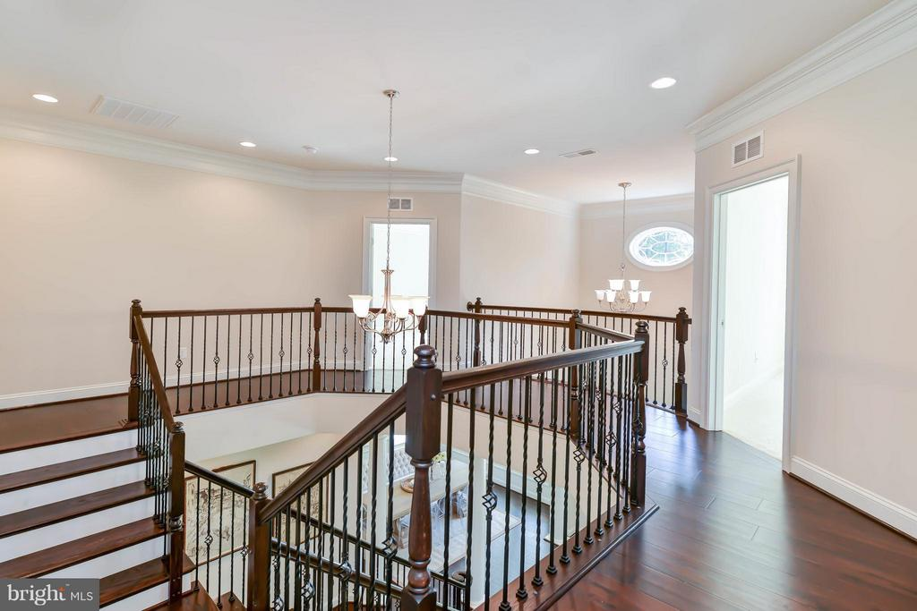 Upstairs Hallway - 5680 WILLOW BROOK LN, FAIRFAX
