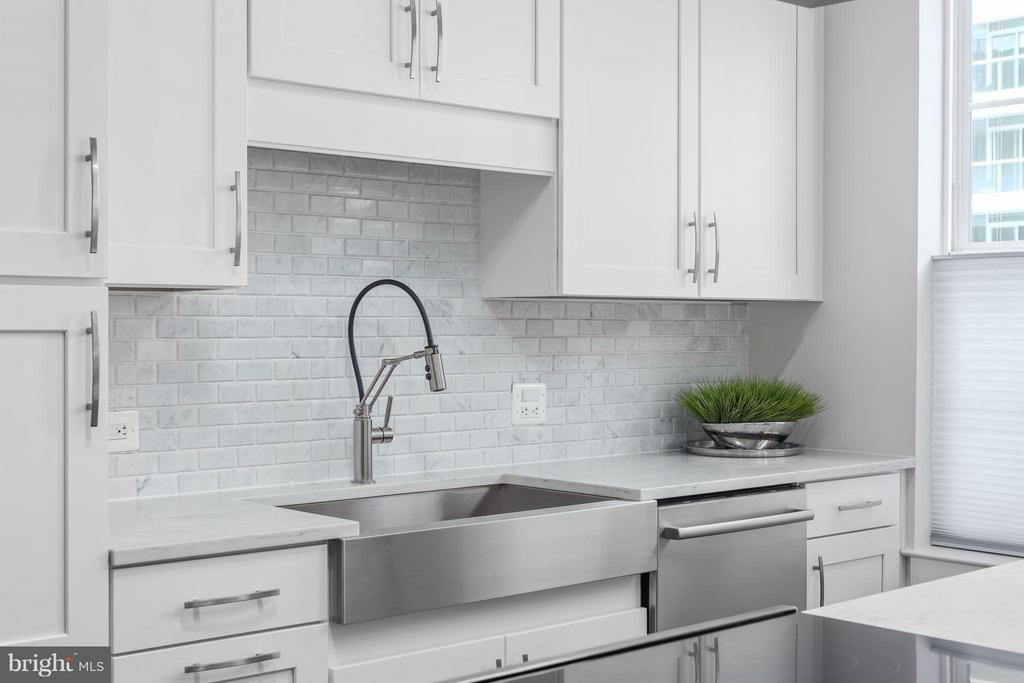 Kitchen - 1411 KEY BLVD #1209, ARLINGTON