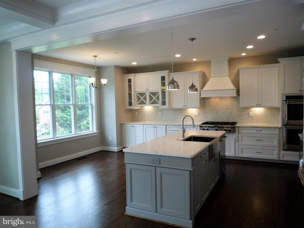 Kitchen and Breakfast Area - 5919 RYLAND DR, BETHESDA